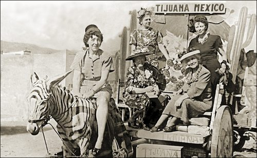 vintage-women-travelers-Mexico