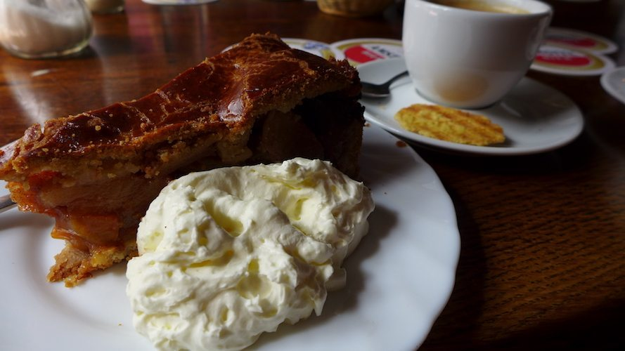 Apple pie with fresh whipped cream on an Eating Amsterdam Dutch food tour